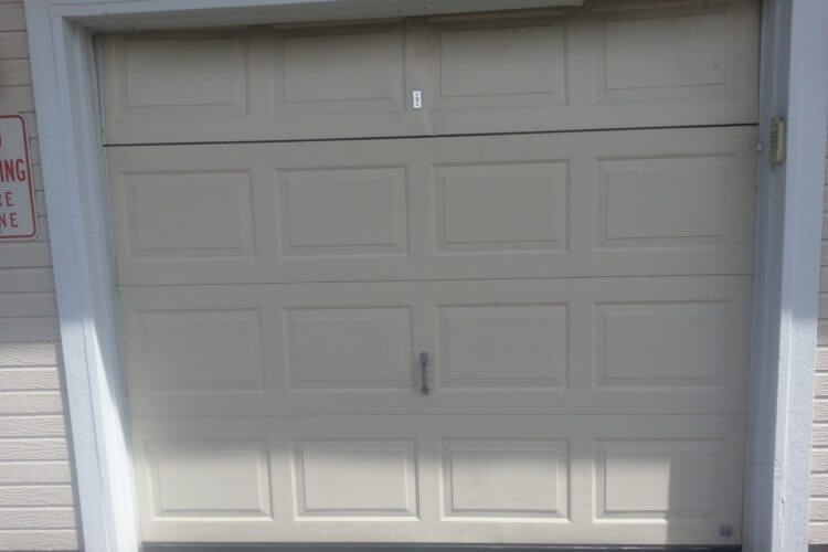 Top 2 Reasons To Call A Professional Garage Door Repair Company